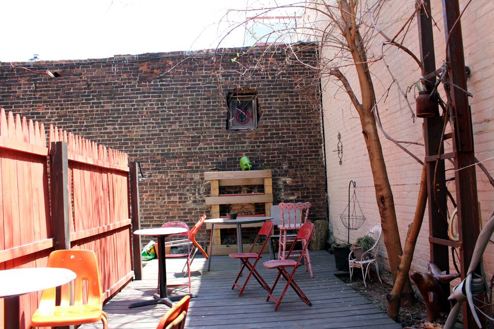 cute-cafes-nyc-bushwick-brooklyn-central-cafe-hey-mishka (11)