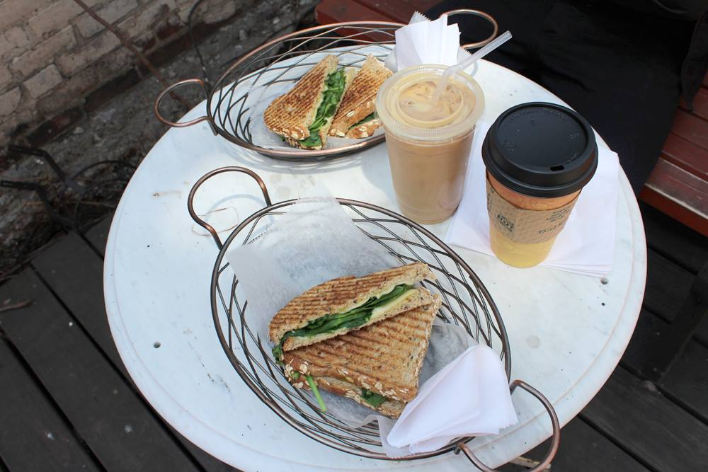 cute-cafes-nyc-bushwick-brooklyn-central-cafe-hey-mishka (6)