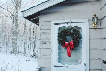 Christmas-in-the-Hudson-Valley_Hey-Mishka-Michelle-Christina-Larsen-25
