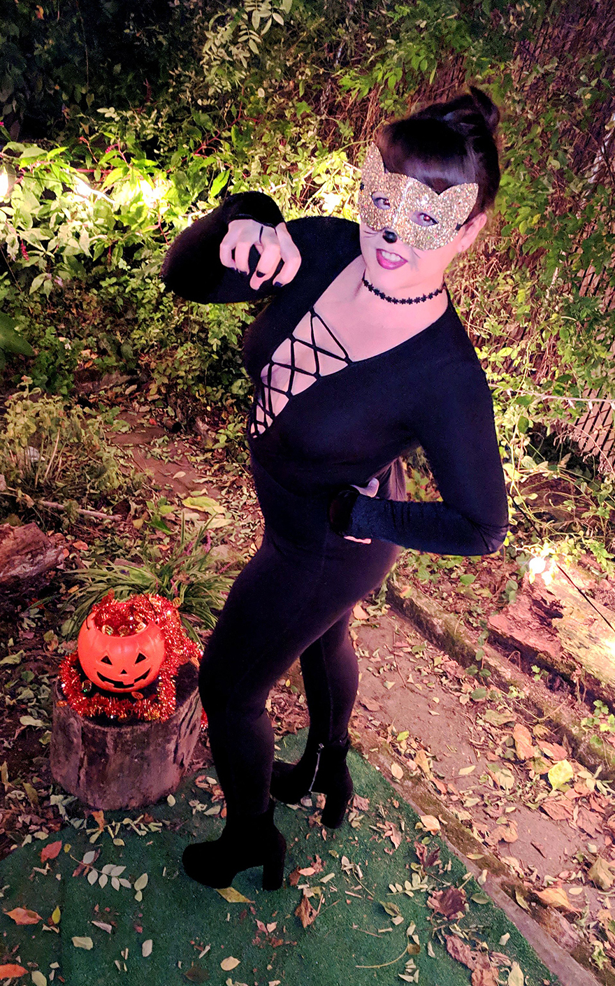last-minute-diy-halloween-costumes-sexy-cat (1)