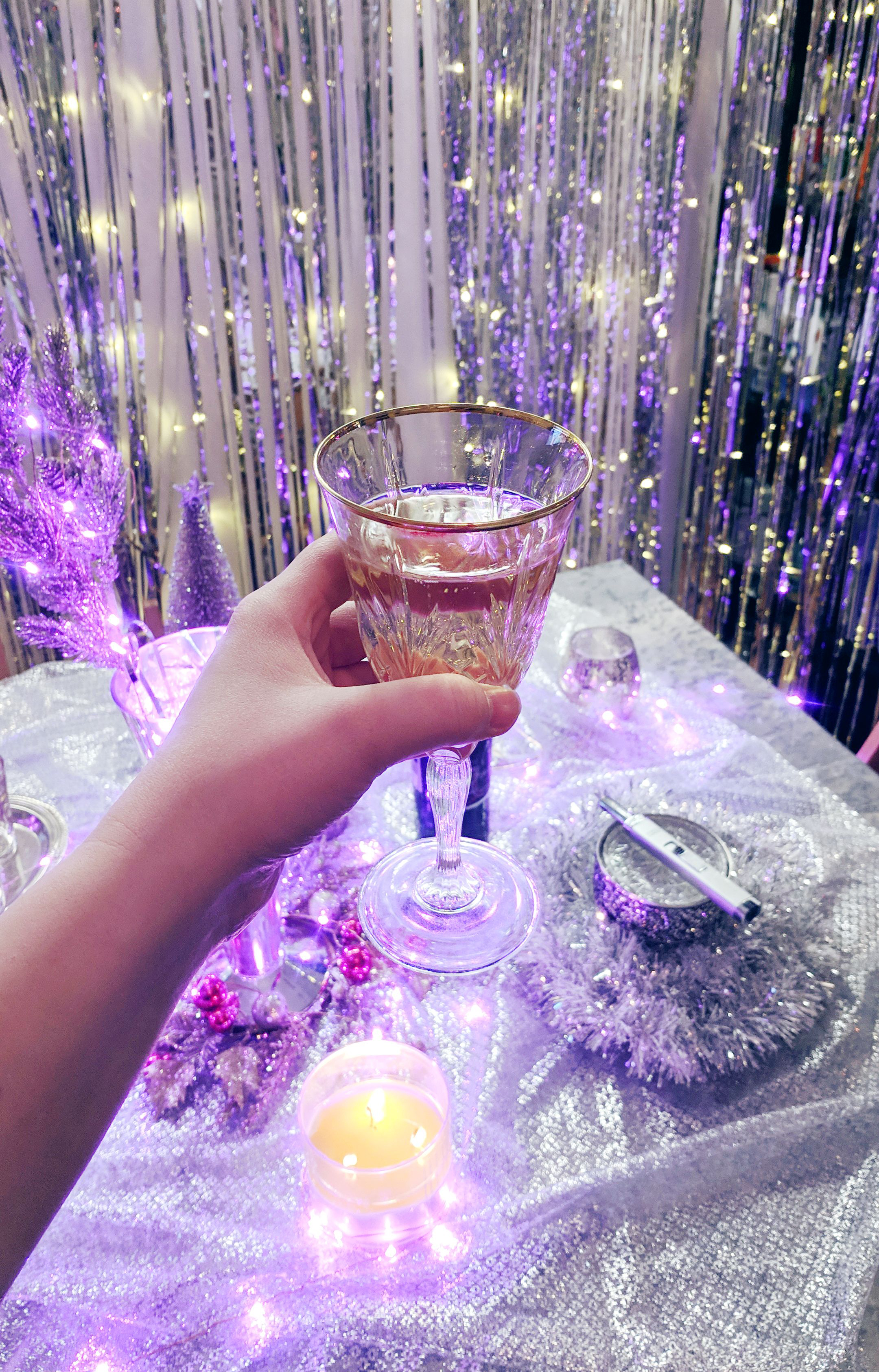 A Chill NewYear's Eve at Home - Hey Mishka DIY Blog - Party Ideas (78)