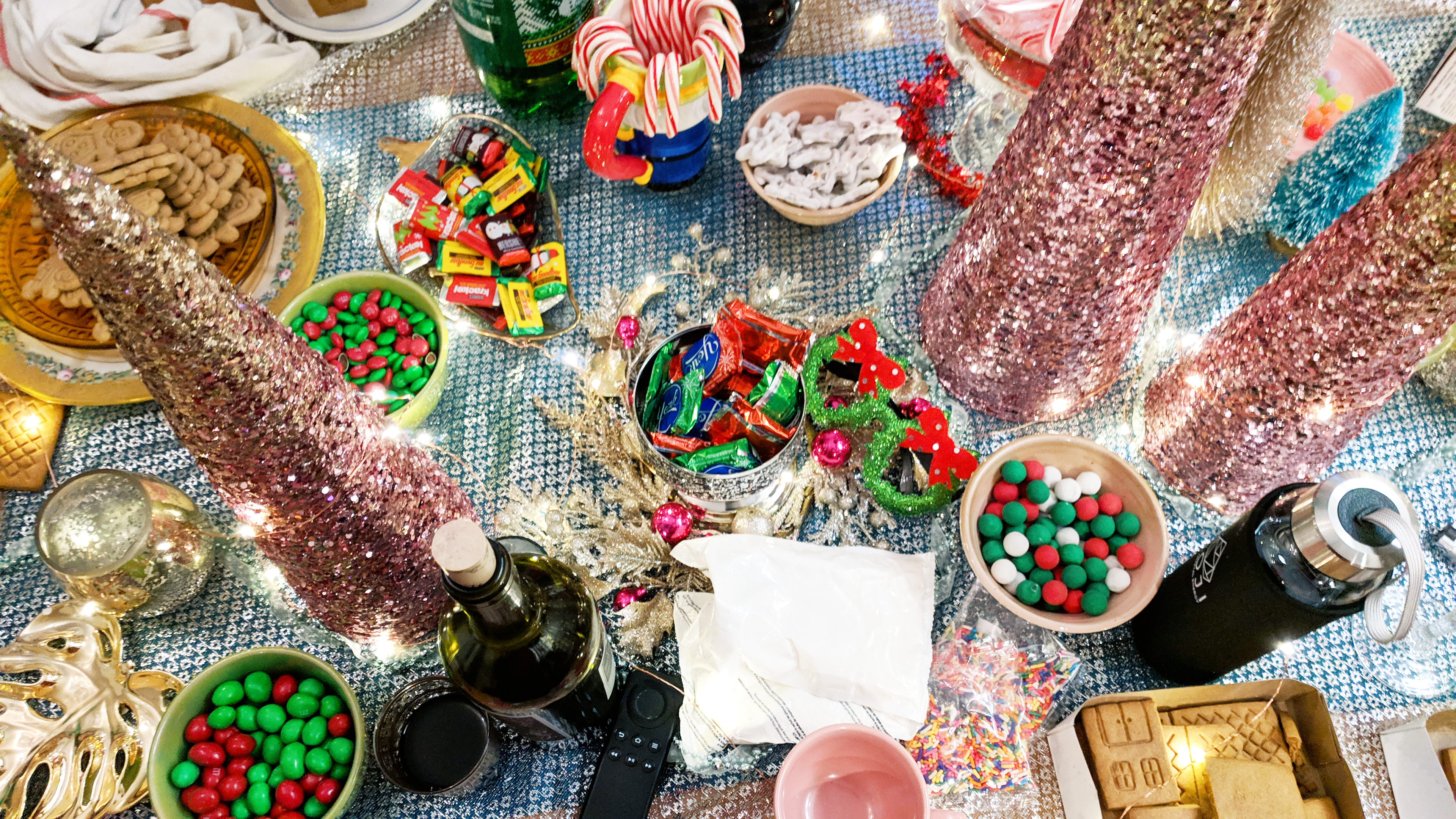 gingerbread house making party diy christmas ideas - Hey Mishka (12)