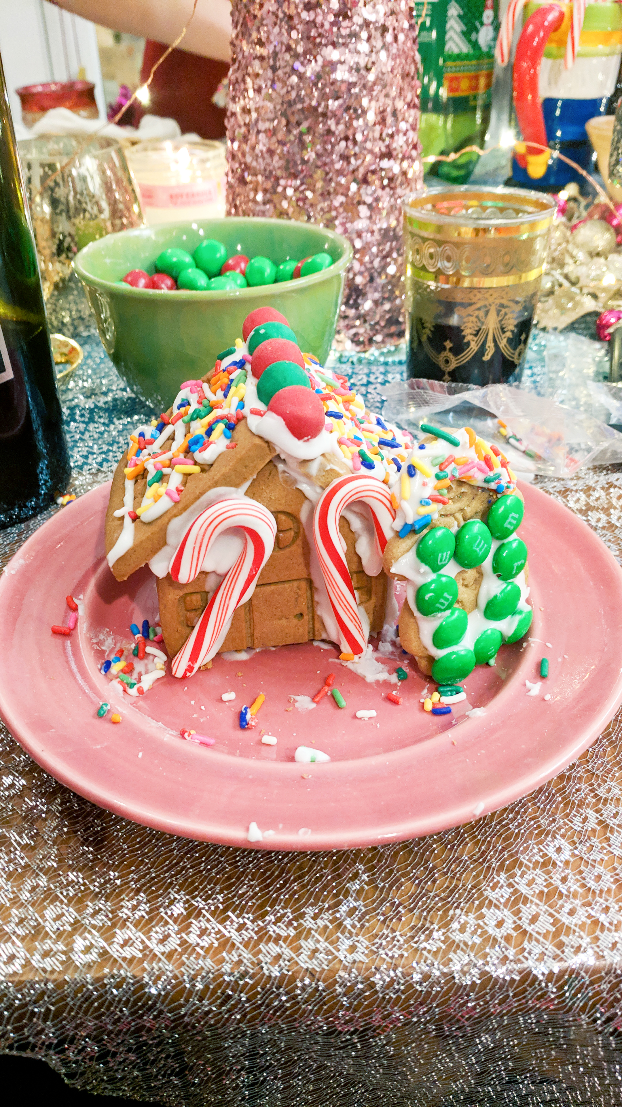 gingerbread house making party diy christmas ideas - Hey Mishka (22)