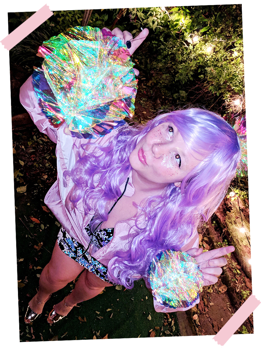 last-minute-easy-halloween-costumes-diy-space-babe-cute-1
