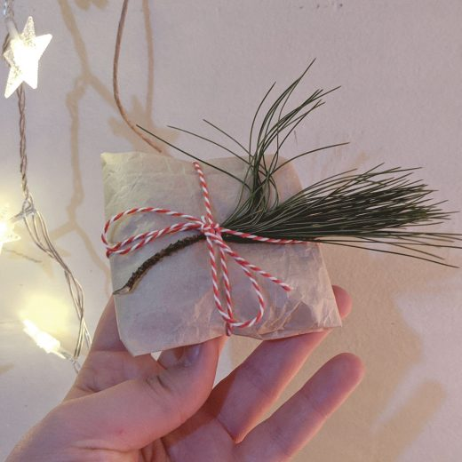Vlogmas 2019 Hey Mishka - Brown Paper Minimalist Gift Wrapping