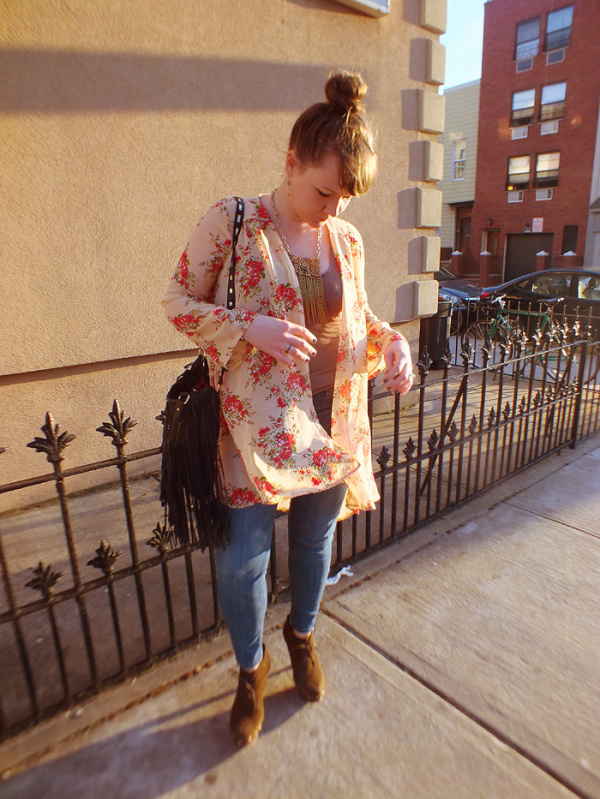 Spring Florals & A Statement Chain Fringe Necklace - Hey Mishka blog - Spring Style Trends 001