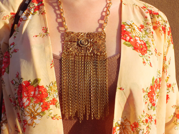 Spring Florals & A Statement Chain Fringe Necklace - Hey Mishka blog - Spring Style Trends 002