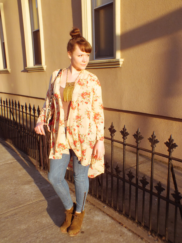 Spring Florals & A Statement Chain Fringe Necklace - Hey Mishka blog - Spring Style Trends 003